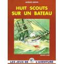 Huit scouts sur un bateau